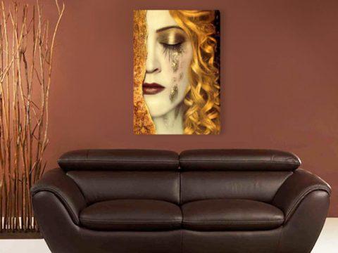 картина пано жена със златни сълзи